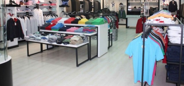 Au magasin Bonjour monsieur est-ce que je peux vous aider? Bonjour madame, Je cherche un […]